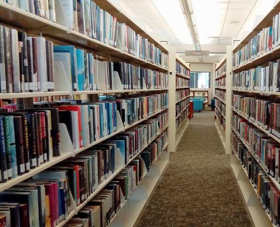 MBP Stalowa Wola:  Przy śniadaniu o biznesie na sali konferencyjnej biblioteki