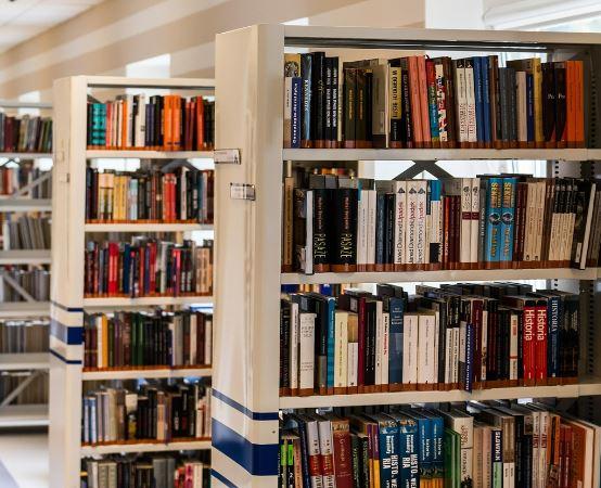 MBP Stalowa Wola:  Rodzice chętnie zapisują dzieci do biblioteki i dostają gratisową książkę